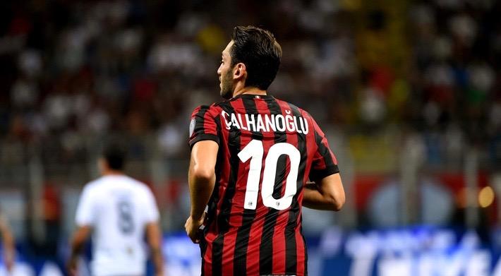 VIDEO: Ett mål och tre assist av Hakan Calhanoglu när Milan utklassade Fiorentina