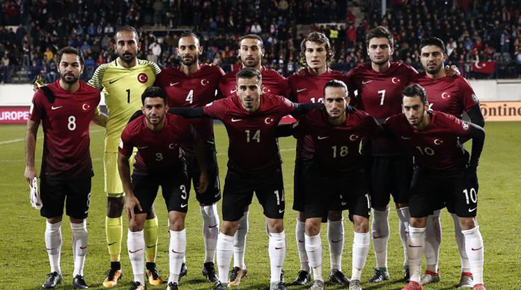 Två spelare tas bort från truppen – två spelare från Istanbul Basaksehir ersätter